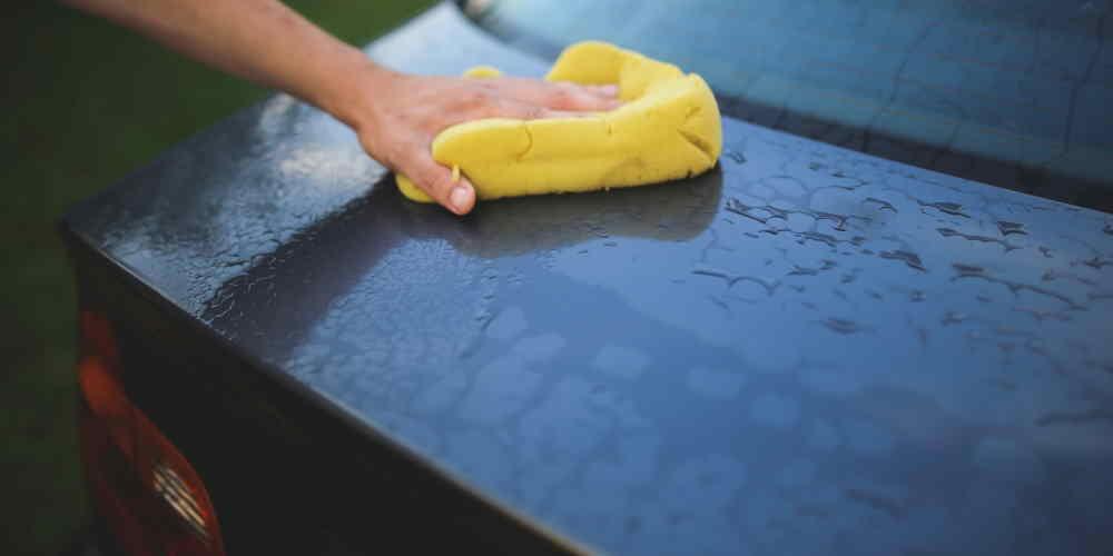 Nie należy korzystać z węża podczas mycia samochodu - 35 Sposobów Oszczędzania Wody w Domu i Mieszkaniu