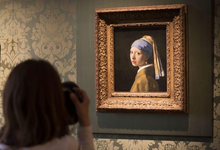 dziewczyna z perla obraz - Czy w Polsce warto inwestować w obrazy?