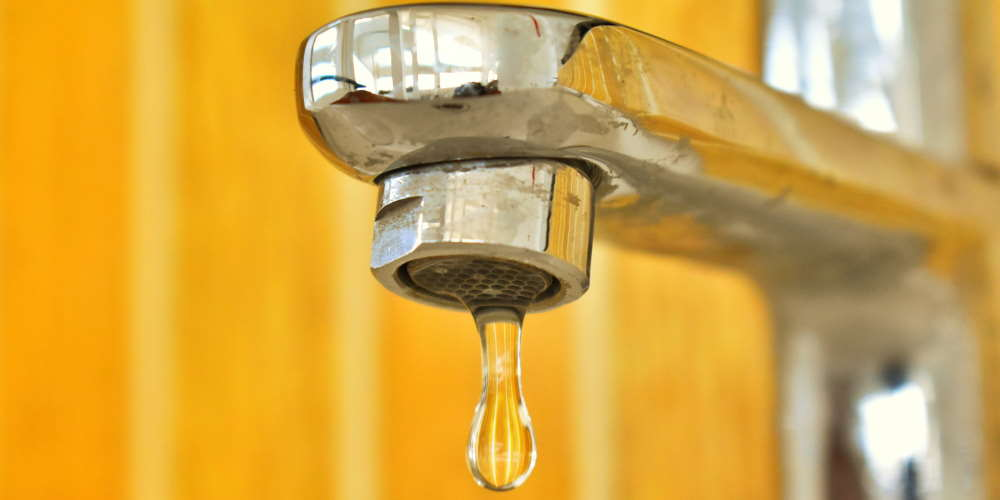 jak oszczedzac wode krany i rury pod kątem przecieków - 35 Sposobów Oszczędzania Wody w Domu i Mieszkaniu