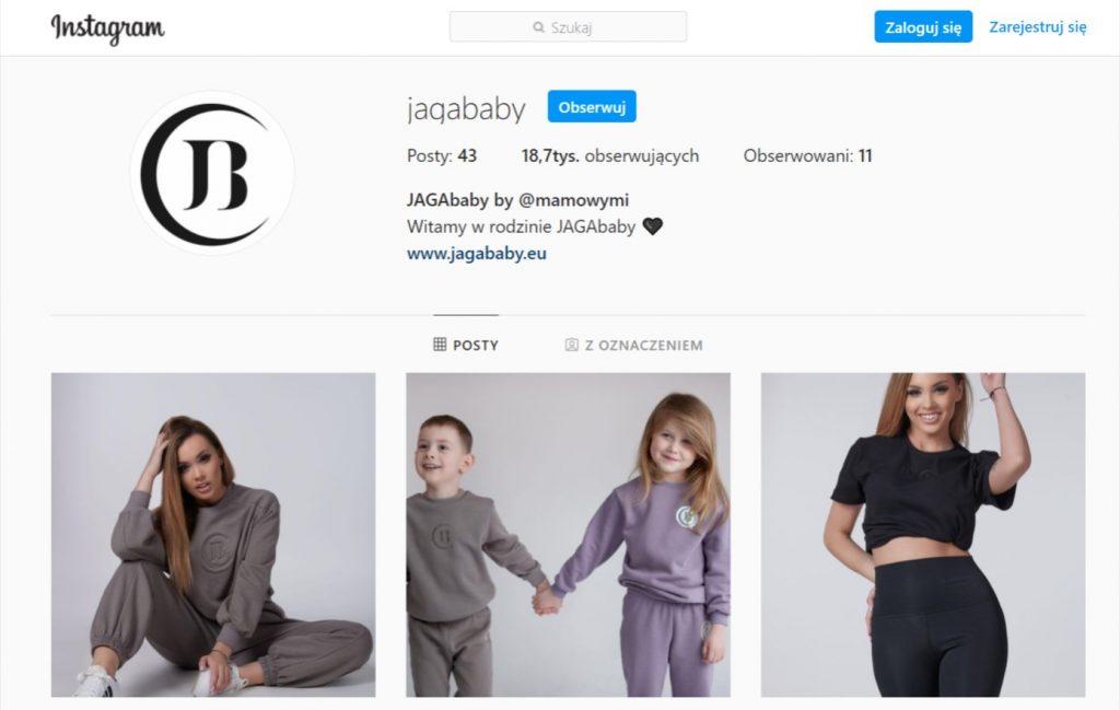 Influencerka z instagrama zarabia na własnych ubraniach.