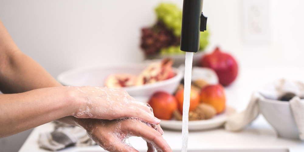 oszczedzanie wody Zakręcanie kranów - 35 Sposobów Oszczędzania Wody w Domu i Mieszkaniu